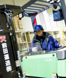 前田運送倉庫での作業風景